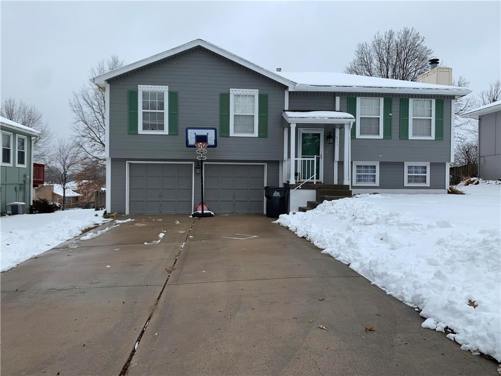 Photo for 605 SE Bugle Court, Blue Springs, MO 64014 (MLS # 2204616)