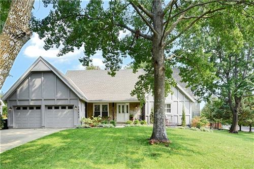 Photo of 15243 Dearborn Street, Overland Park, KS 66223 (MLS # 2243618)