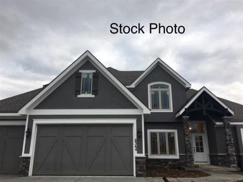 Photo of 5587 Thousand Oaks Drive, Parkville, MO 64079 (MLS # 2313629)
