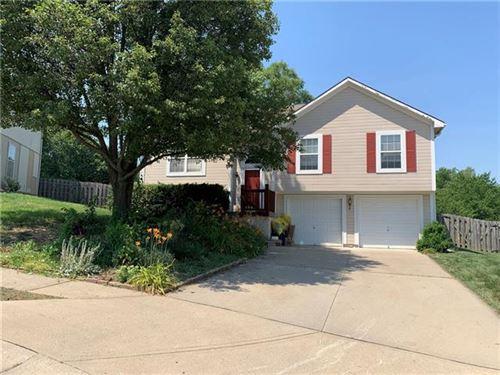 Photo of 12512 E 58th Terrace, Kansas City, MO 64133 (MLS # 2328633)