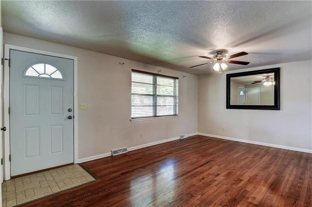 Photo of 1049 Lindenwood Lane, Liberty, MO 64068 (MLS # 2244636)