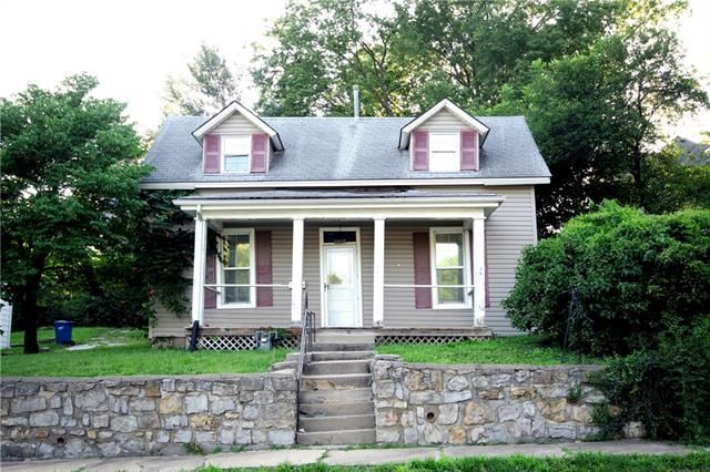 Photo of 230 N Missouri Street, Liberty, MO 64068 (MLS # 2332638)