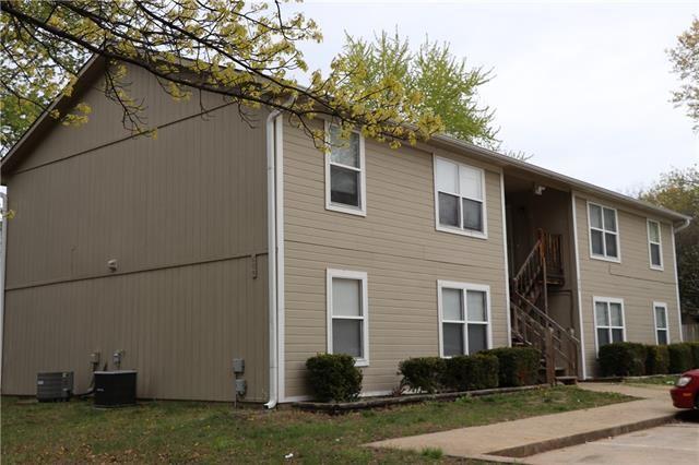 Photo for 609 S Lakehurst Drive, Olathe, KS 66062 (MLS # 2320642)