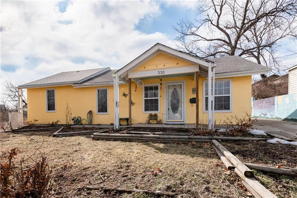 Photo for 330 N 32nd Street, Kansas City, KS 66102 (MLS # 2150645)