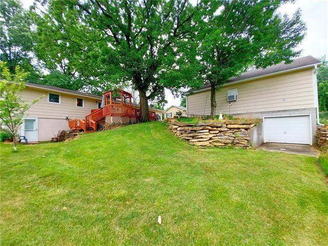 Photo of 1508 Lake Road, Liberty, MO 64068 (MLS # 2330670)