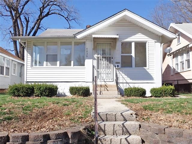 Photo for 4030 E 68th Terrace, Kansas City, MO 64132 (MLS # 2313687)