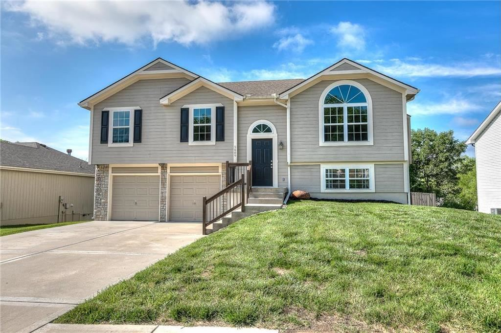 Photo for 2609 NW 69th Place, Kansas City, MO 64151 (MLS # 2170691)