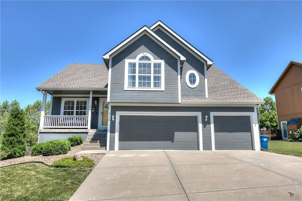 Photo for 716 Holt Drive, Liberty, MO 64068 (MLS # 2180698)