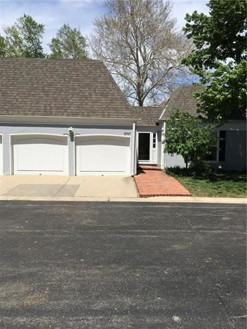 Photo of 8747 Riggs Circle, Overland Park, KS 66212 (MLS # 2319699)