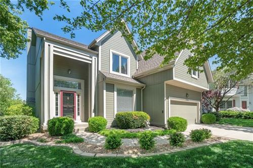 Photo of 12705 Woodward Street, Overland Park, KS 66213 (MLS # 2320699)