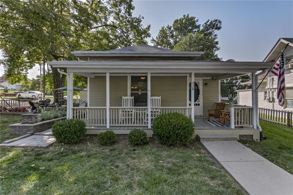 Photo of 118 S Lincoln Street, Liberty, MO 64068 (MLS # 2244715)