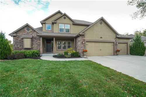 Photo of 10480 Chateau Lane, Parkville, MO 64152 (MLS # 2313730)