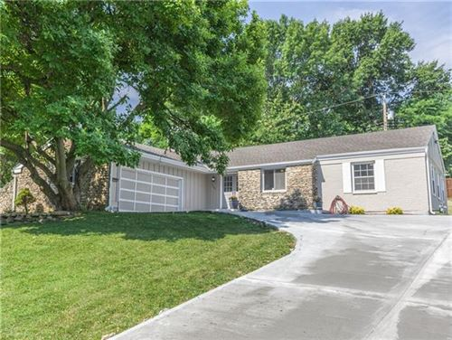 Photo of 3208 Shady Bend Drive, Independence, MO 64052 (MLS # 2328756)
