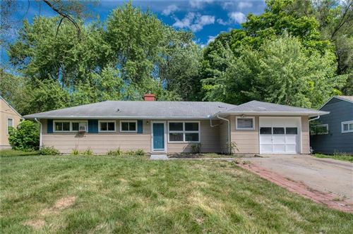 Photo of 7408 E 109th Terrace, Kansas City, MO 64134 (MLS # 2230757)
