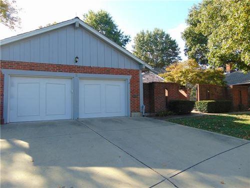 Photo of 2 Holly Drive, Olathe, KS 66062 (MLS # 2351758)