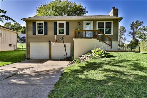 Photo of 832 N Sioux Avenue, Independence, MO 64056 (MLS # 2245776)