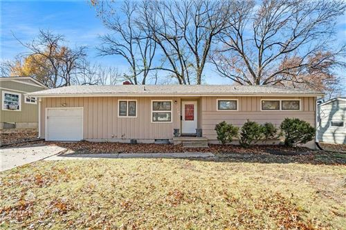 Photo of 7208 Lowell Drive, Overland Park, KS 66204 (MLS # 2252784)