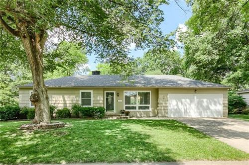 Photo of 10400 Woodson Drive, Overland Park, KS 66207 (MLS # 2326820)