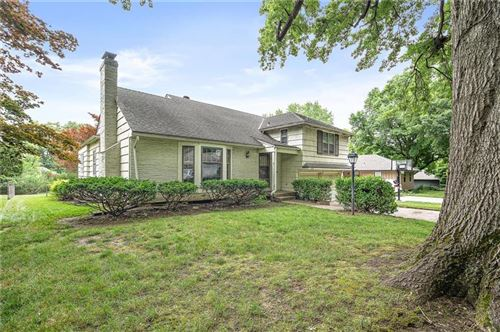 Photo of 4714 W 77th Terrace, Prairie Village, KS 66208 (MLS # 2226822)