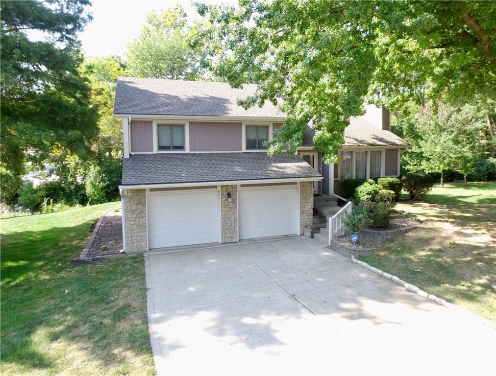Photo of 2009 CLAY Court, Liberty, MO 64068 (MLS # 2244827)
