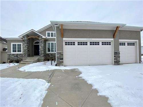 Photo of 14814 Thousand Oaks Place, Parkville, MO 64152 (MLS # 2229839)