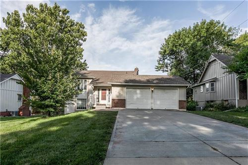 Photo of 9904 Taylor Drive, Overland Park, KS 66212 (MLS # 2234846)