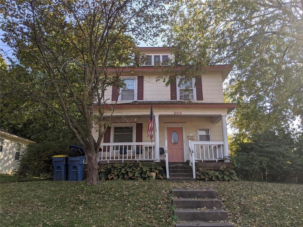 Photo of 203 E Brown Street, Liberty, MO 64068 (MLS # 2247859)