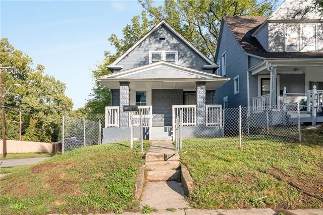 Photo for 501 Kensington Avenue, Kansas City, MO 64124 (MLS # 2349870)