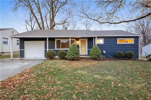 Photo of 6900 W 72nd Terrace, Overland Park, KS 66204 (MLS # 2253875)