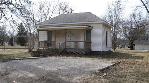 Photo of 946 S Walnut Street, Ottawa, KS 66067 (MLS # 2200897)