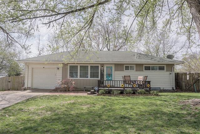 Photo for 2530 S 47th Drive, Kansas City, KS 66106 (MLS # 2313906)