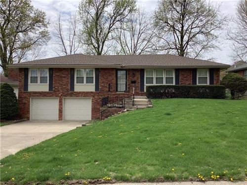Photo of 9409 E 30th Street S, Independence, MO 64052 (MLS # 2314907)