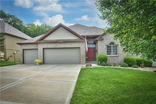 Photo of 6135 NW Hickory Place, Parkville, MO 64152 (MLS # 2333909)