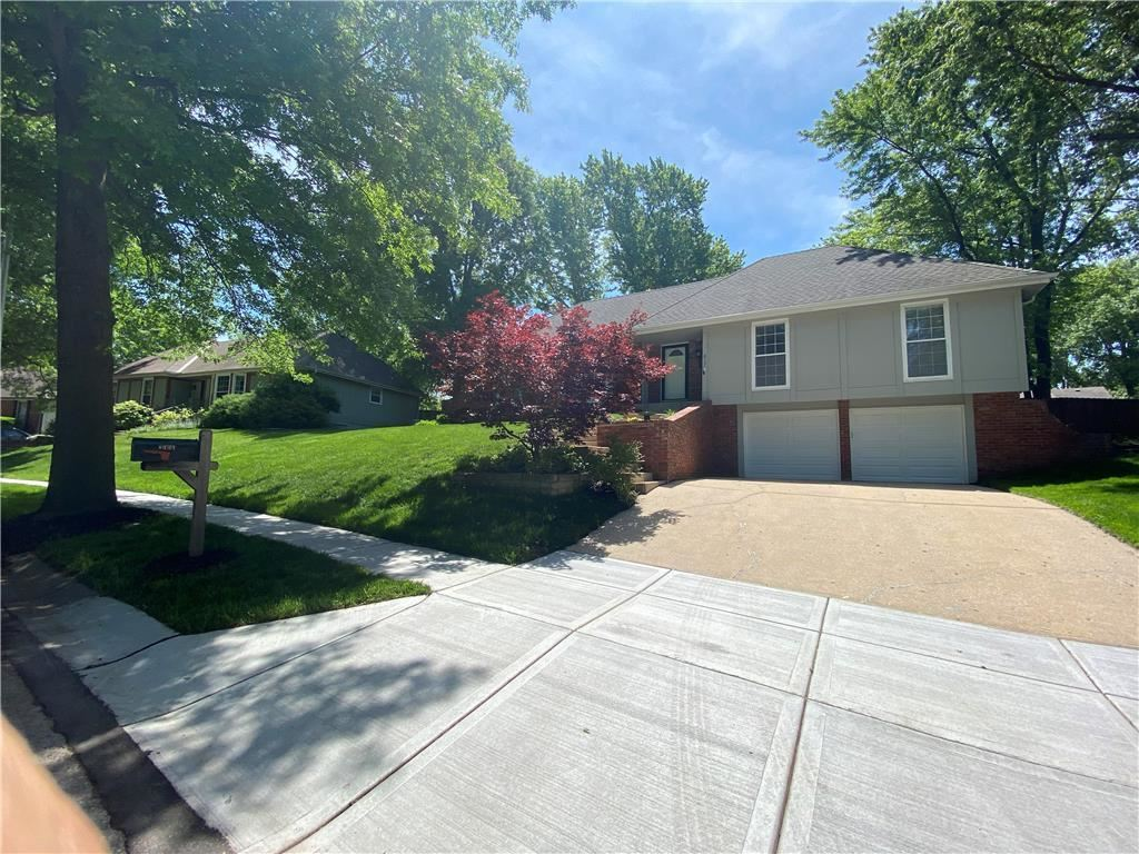 Photo for 8131 N Kirkwood Avenue, Kansas City, MO 64151 (MLS # 2221911)