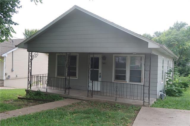 Photo for 4728 N Oakley Avenue, Kansas City, MO 64117 (MLS # 2313911)