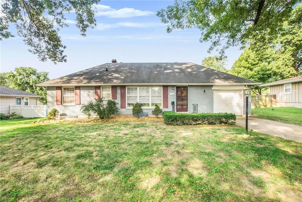 Photo for 806 N Crow Avenue, Independence, MO 64056 (MLS # 2182912)