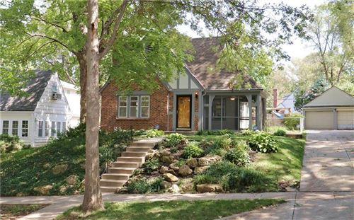 Photo of 6841 Oak Terrace, Kansas City, MO 64113 (MLS # 2242915)