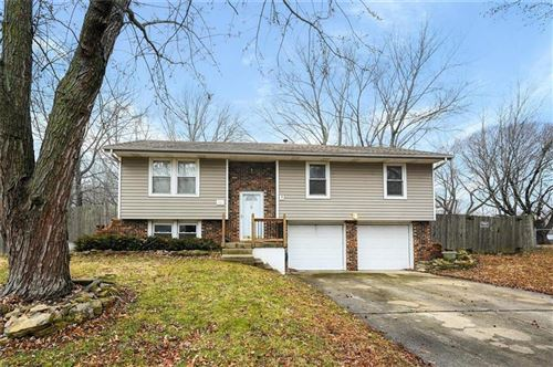 Photo of 321 SW Blarney Court, Blue Springs, MO 64014 (MLS # 2203922)