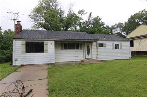 Photo of 4858 Quivira Drive Lane, Shawnee, KS 66216 (MLS # 2323923)