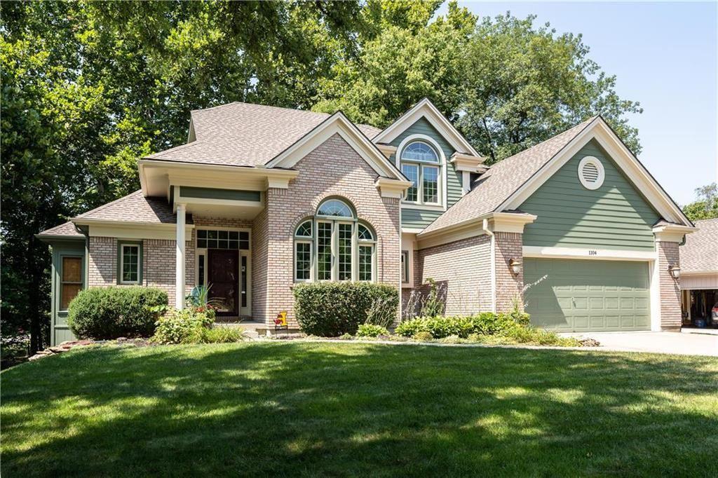Photo of 1104 White Oak Lane, Liberty, MO 64068 (MLS # 2239929)