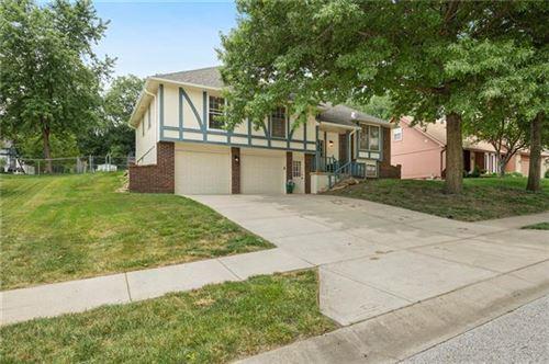 Photo of 6430 acuff Street, Shawnee, KS 66216 (MLS # 2336935)