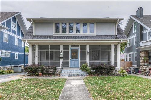 Photo of 6120 Walnut Street, Kansas City, MO 64113 (MLS # 2248936)