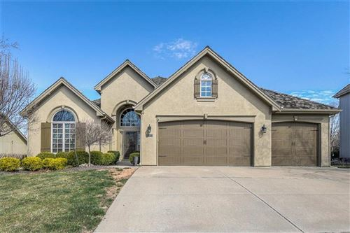 Photo of 8123 Forest Park Drive, Parkville, MO 64152 (MLS # 2210950)