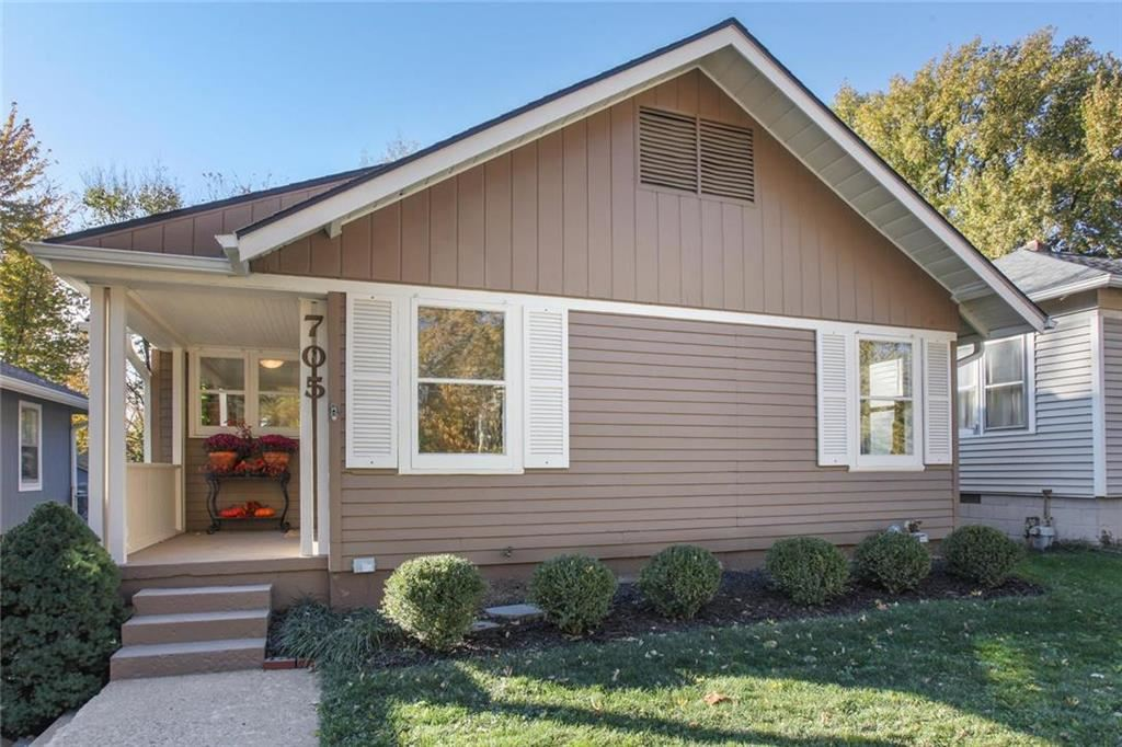 Photo for 705 W 75th Street, Kansas City, MO 64114 (MLS # 2196971)