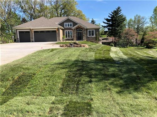 Photo of 14737 Thousand Oaks Place, Parkville, MO 64152 (MLS # 2219973)