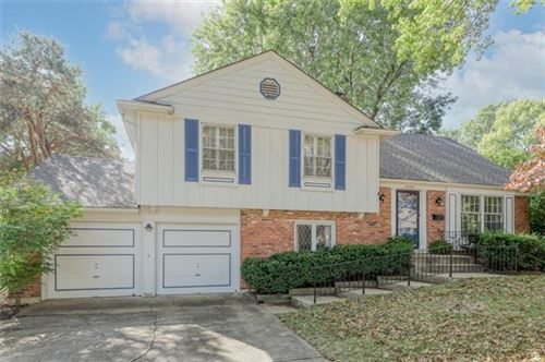 Photo of 6409 W 101st Place, Overland Park, KS 66212 (MLS # 2349980)