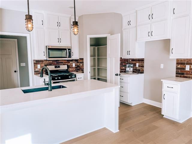 Photo of 301 Creekwood Drive, Liberty, MO 64068 (MLS # 2323985)