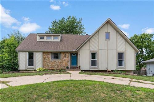 Photo of 901 NW Delwood Drive, Blue Springs, MO 64015 (MLS # 2228986)