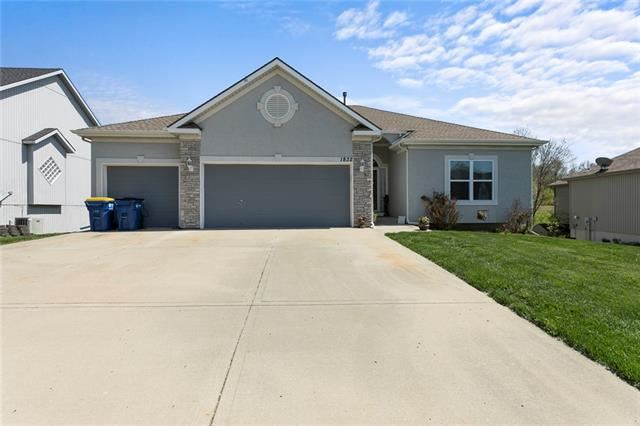 Photo of 1832 Shannon Drive, Liberty, MO 64068 (MLS # 2313990)