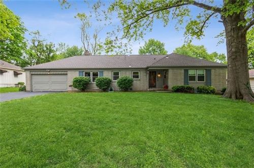 Photo of 6918 W 69th Street, Overland Park, KS 66204 (MLS # 2320998)